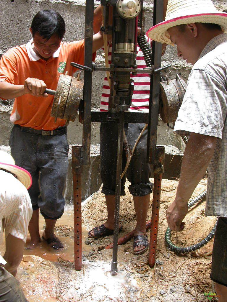 替代风枪)  此主题相关图片如下:   ql-y28液压凿岩机是以液压油为图片